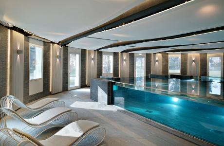 Superb Piscine Cristal Spa Impérial Palace Annecy